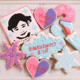 特別な誕生日プレゼントの似顔絵アイシングクッキー